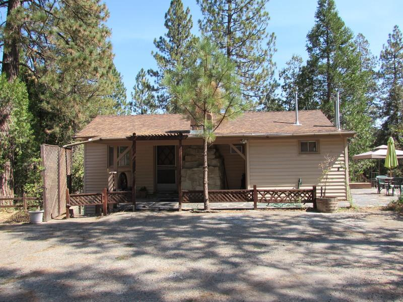 Sweetheart Cottage in Bass Lake - Cozy Cottage for Two at Bass Lake! - Bass Lake - rentals