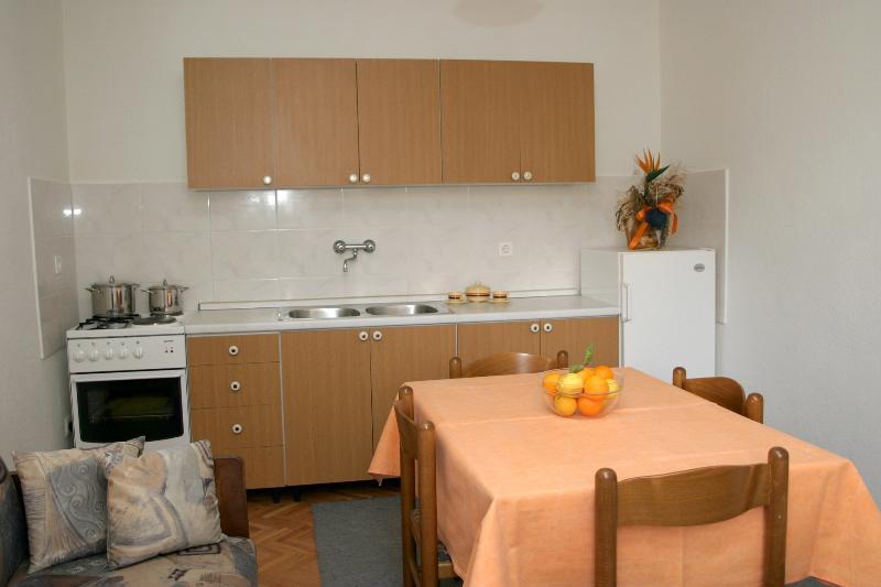 A3(3+1): kitchen and dining room - 01813PODG  A3(3+1) - Podgora - Podgora - rentals