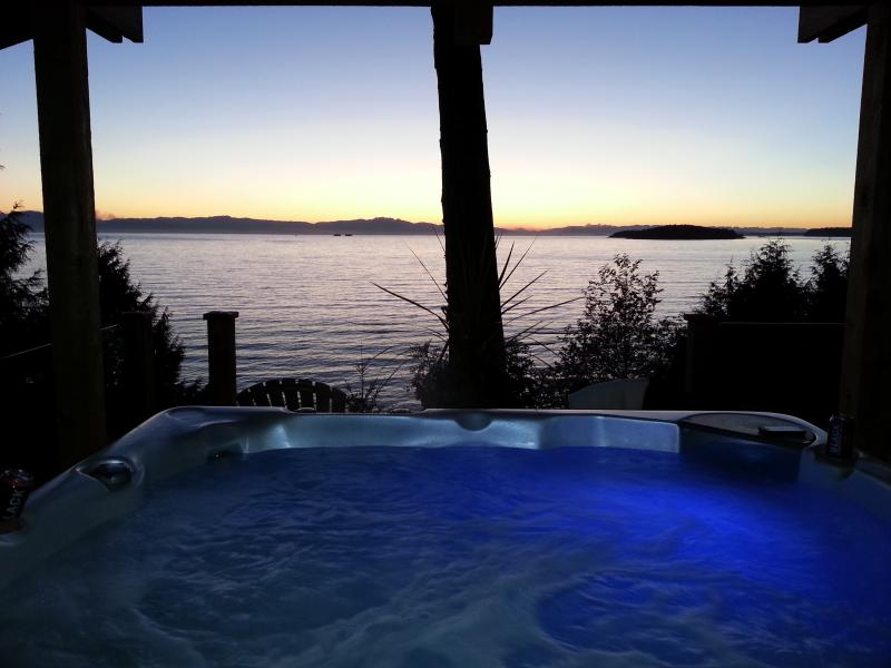 Best hot tub and sunsets on the Sunshine Coast - Beachside Ocean Vista Suite, HotTub, Private Beach - Sechelt - rentals