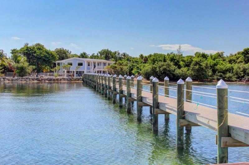 Gorgeous, waterfront, dog-friendly home with beach, pool, dock, kayaks - Image 1 - Marathon - rentals
