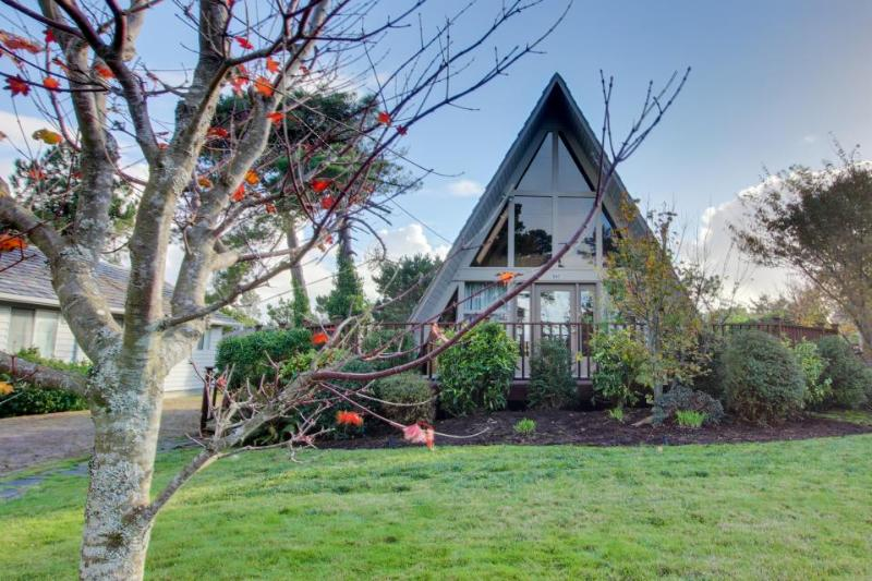 Charming A-Frame house with entertainment, easy beach & golf access! - Image 1 - Gearhart - rentals