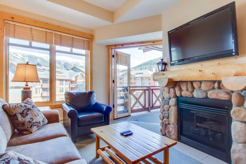 Modern rustic condo w/shared hot tub & pool - close to slopes! - Image 1 - Copper Mountain - rentals