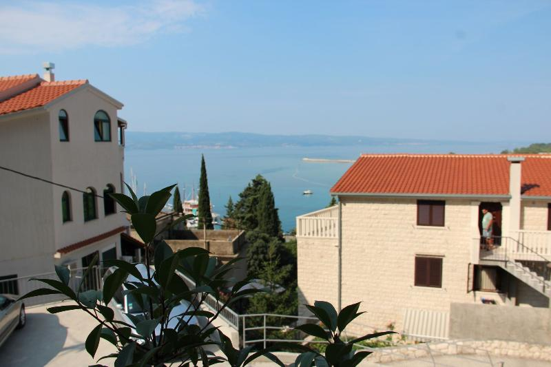 A1(2+2): sea view (house and surroundings) - 8271  A1(2+2) - Omis - Omis - rentals