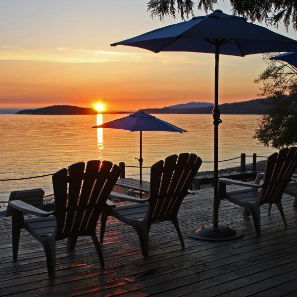 Island Vista Cottage: beach, hot tub, sunsets! - Image 1 - Sechelt - rentals