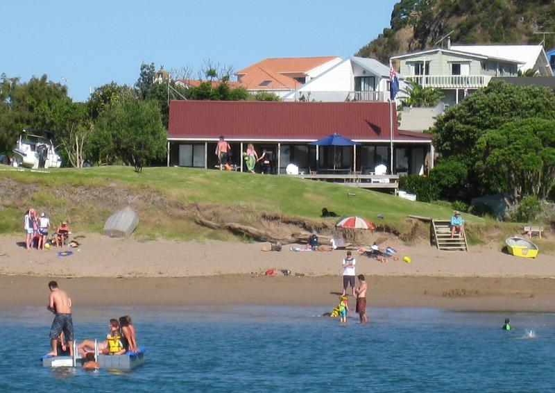 Tapeka del Mar beachfront Sleeps 2-13 Unobstructed views right on a safe all tide swimming beach - Bay of Islands Beachfront - Tapeka del Mar - Russell - rentals