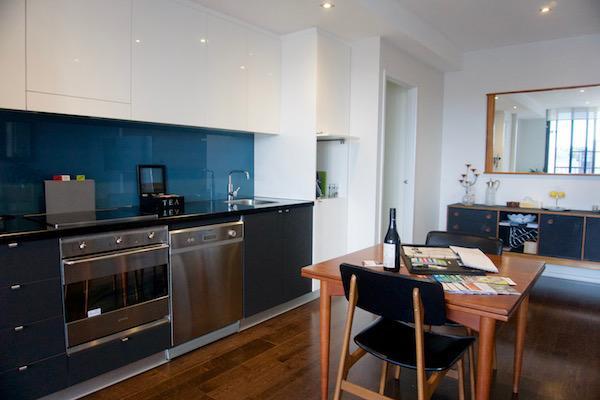 Kitchen and dining area - Riviera Riverside-Inner Melbourne Richmond - Richmond - rentals