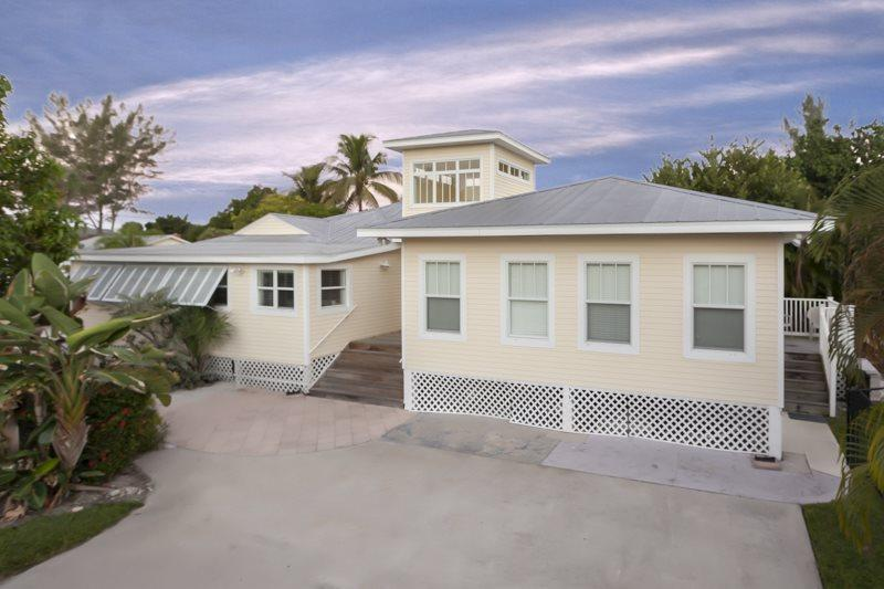 1/32: Exterior view from Aberdeen Ave. - Fantastic Renovated 6 Bedroom Vacation Home with Huge Private Pool - Code: Sun Villa - Fort Myers Beach - rentals