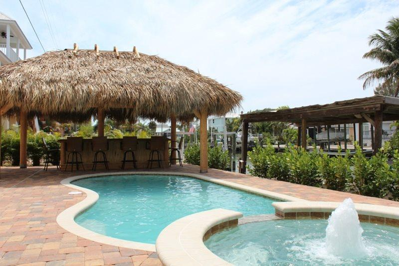 1/28: Brand New Pool with Tiki Hut - The All New Sunny Escape is your Perfect North End Vacation Getaway! - Code: Sunny Escape - Fort Myers Beach - rentals