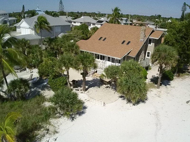 Osprey Eye view gas BBQ and patio - Beach Chalet - Spacious Beachfront home with Amazing Gulf views perfect for Family Reunions - Code: Beach Chalet - Fort Myers Beach - rentals