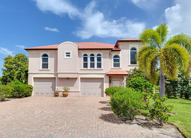 1/31: Gorgeous New Canal Home - Freshly Decorated and New King Master at Venetian Grande Canal Home - Code: Venetian Grande - Fort Myers Beach - rentals