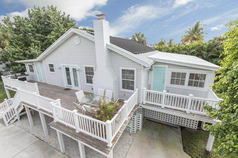 1/35: - Beautiful newly renovated cottage with great Beach Decor - Code: Seaside Cottage - Fort Myers Beach - rentals