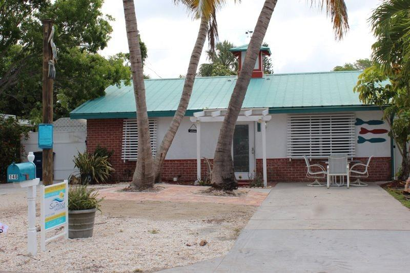 1/26: - Adorable Pet Friendly 2 BR Updated Island Cottage with screened lanai and brand new pool - Code: Island Time - Fort Myers Beach - rentals