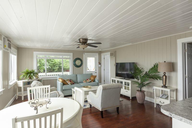 1/19: Lounge in cozy cottage style - Beautifully Renovated Beach Cottage just south of the Pier - Walk to everything - Fort Myers Beach - rentals