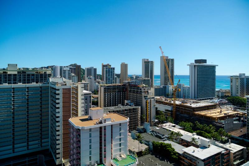 Ocean, Diamond Head and city view from the lanai. - Ocean/DH View from 28th Floor-Renovated Studio - Honolulu - rentals