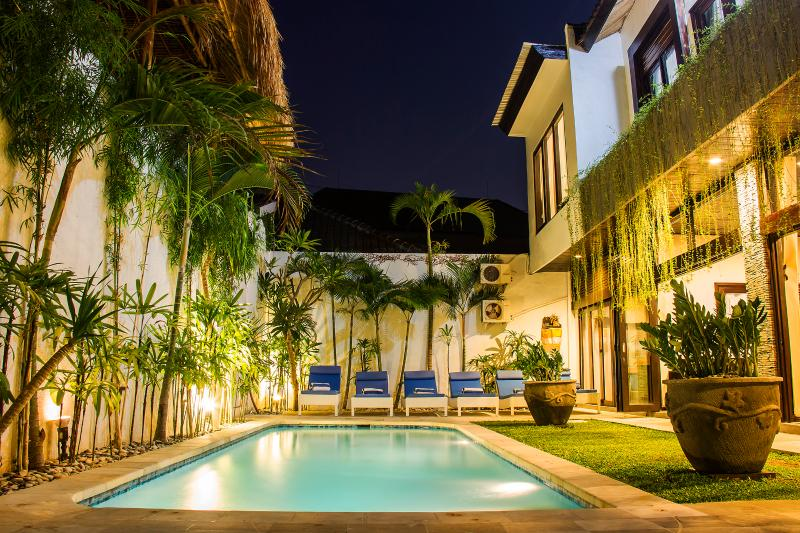 The pool from the entry. - Villa Ashmik, Best Location, Pool Fence - Seminyak - rentals