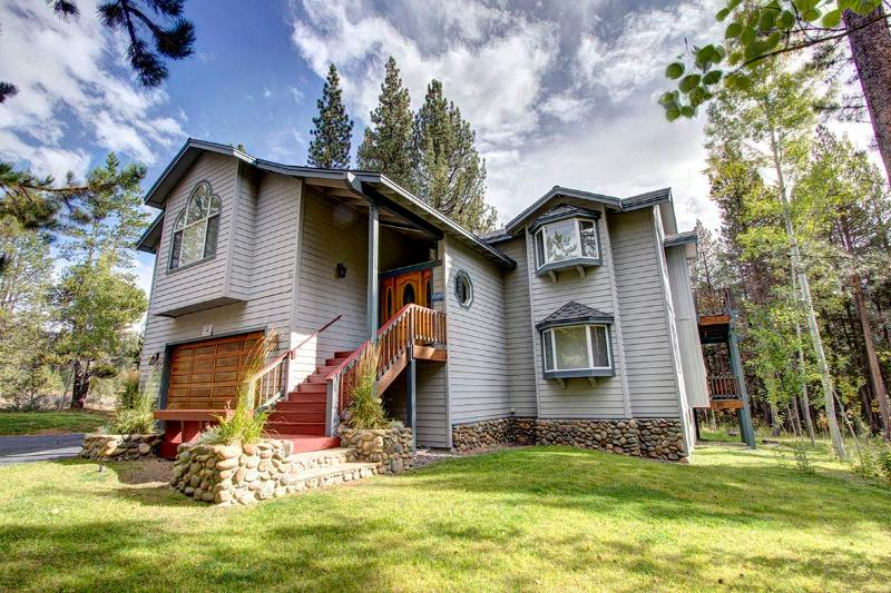 Wonderful Secluded Home Sleeps 12 ~ RA3500 - Image 1 - South Lake Tahoe - rentals
