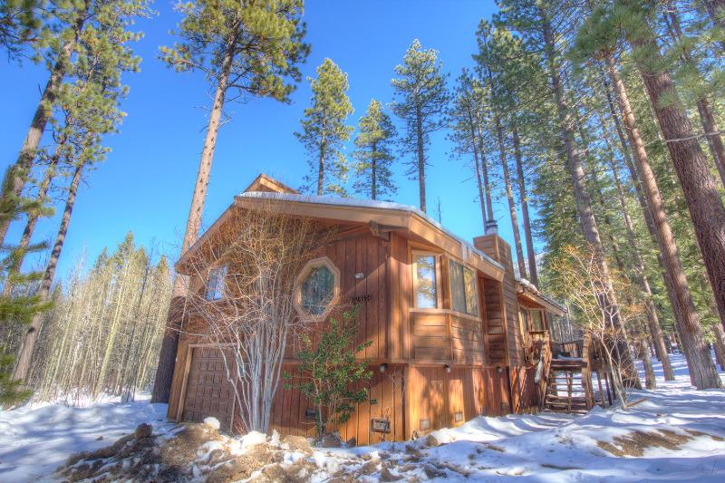 Adorable 3 Bedroom Home Half Mile to Heavenly ~ RA735 - Image 1 - South Lake Tahoe - rentals