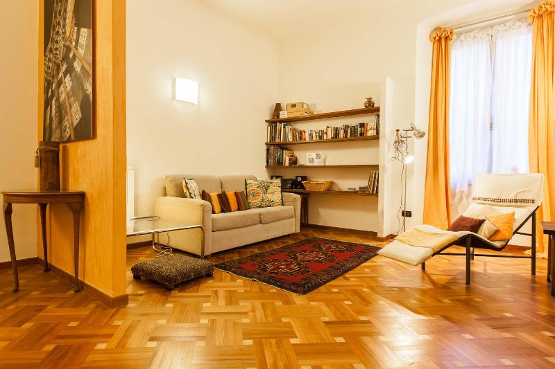 Living Room - excellent apartment 6 beds in center free wifi - Genoa - rentals