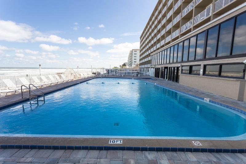 The Beachside Pool - Pirates Cove Studio - Daytona Beach - rentals