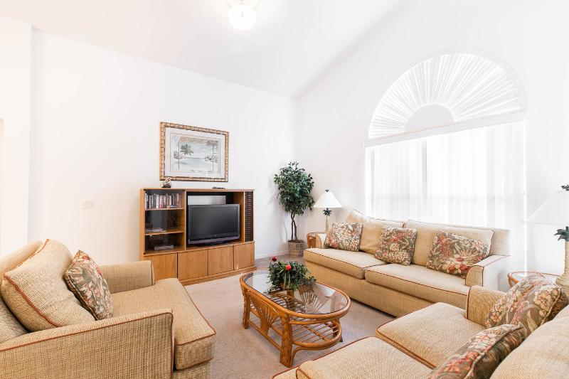 Living Room - AWESOME 3 Bed Pool Villa on Gated Community - Davenport - rentals