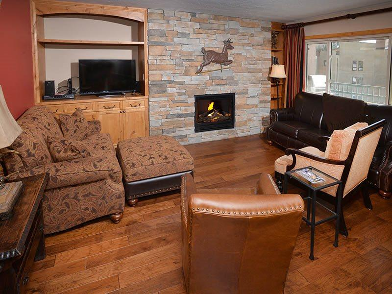 This 2 bedroom vacation townhome in Lionshead Village is a short walk to the Gondola. Sleeps 6. - Image 1 - Vail - rentals