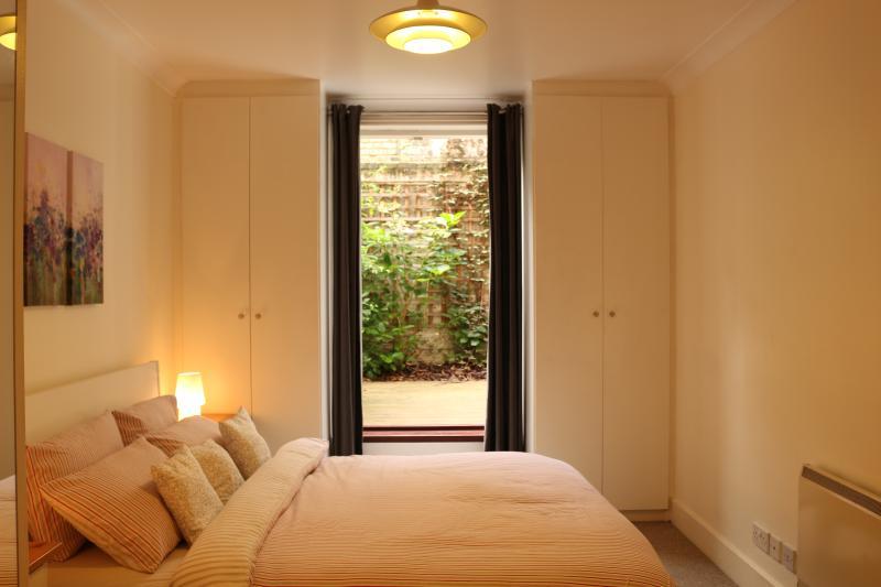 Spacious Modern 2 bedroom, 2 bathroom Apartment - Image 1 - London - rentals
