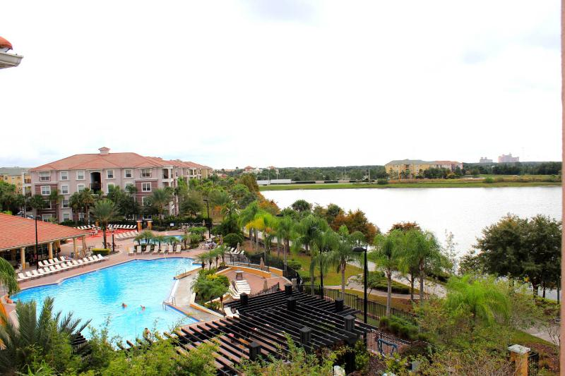 Villa Bella Vista Cay Penthouse/Lakefront Condo Overlooking the Pool & Lake Cay - Image 1 - Orlando - rentals