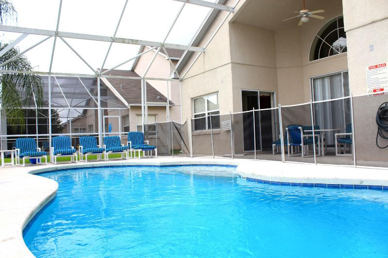 Lakeside Luxury Holiday villa close to Disney - Image 1 - Kissimmee - rentals