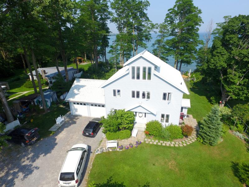 Awesome! Thirty four (34) steps to Lake Ontario - Loughbreeze Bay Cottage - Colborne - rentals