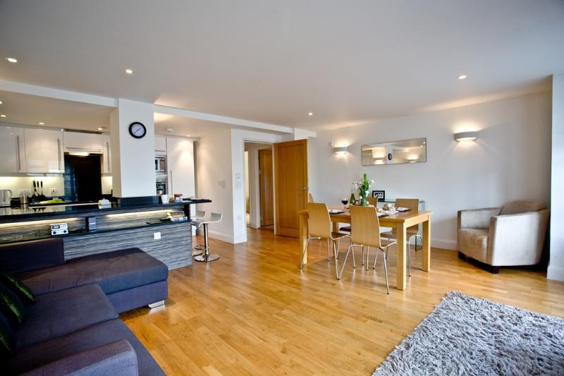 4 Queens Quay located in Torquay, Devon - Image 1 - Torquay - rentals