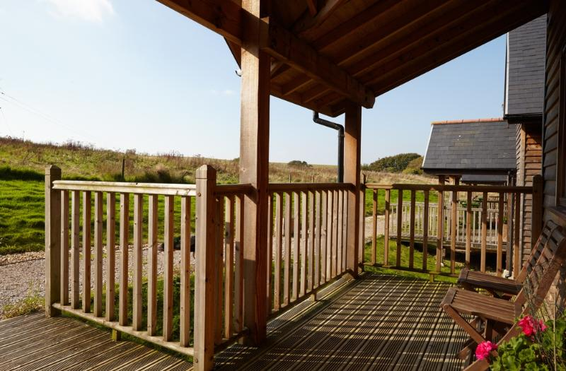 Badgers Oak, The Water Mill located in Calbourne, Isle Of Wight - Image 1 - Freshwater - rentals