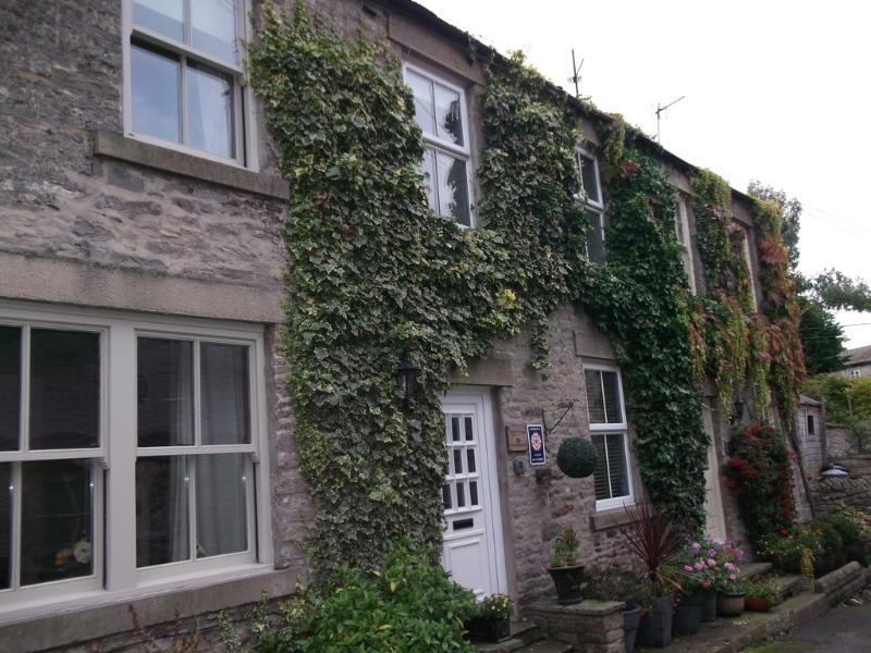 Middle Cottage located in Middleham, North Yorkshire - Image 1 - Leyburn - rentals