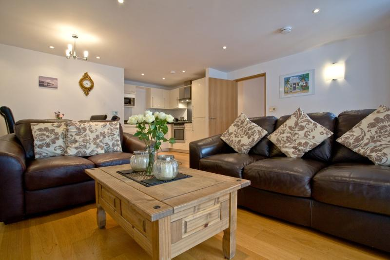 1 Pump Street Mews located in Brixham, Devon - Image 1 - Brixham - rentals