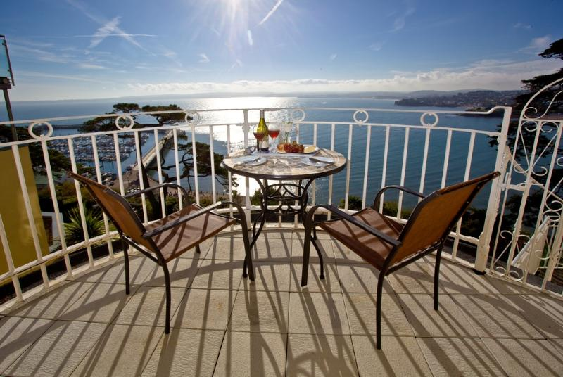 Maidencombe, 11 Bay Fort Mansions located in Torquay, Devon - Image 1 - Torquay - rentals