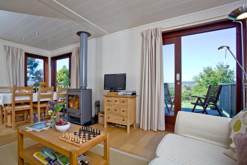 Langstone Lodge located in Dawlish, Devon - Image 1 - Dawlish - rentals