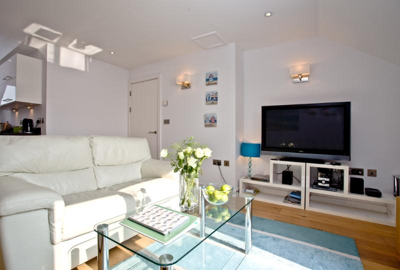 Apartment 5, Gara Rock located in East Portlemouth, Devon - Image 1 - East Portlemouth - rentals