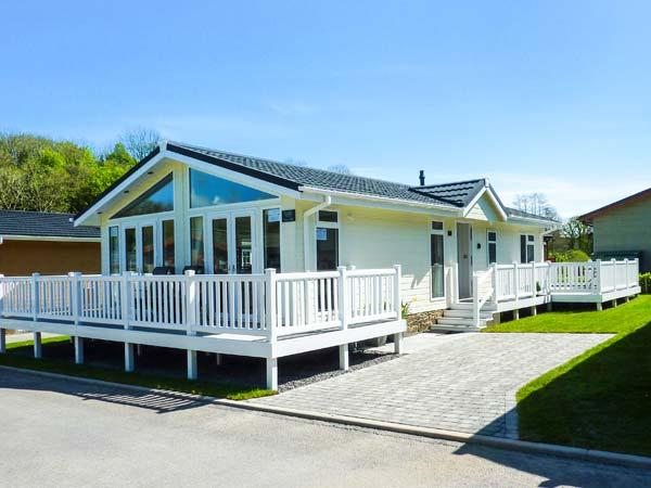 ERISA, detached lodge, en-suite, enclosed decked patio, walks from the door, Saundersfoot, Ref. 27953 - Image 1 - Saundersfoot - rentals