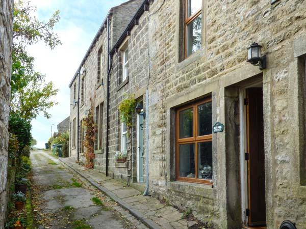 ROSEANNE COTTAGE, stone-built, character features, woodburner, in Hebden, Grassington, Ref 921955 - Image 1 - Grassington - rentals