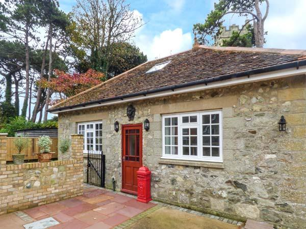 MANOR COACH HOUSE, close to amenities, near beach, parking, garden, in Ventnor, Ref 929852 - Image 1 - Ventnor - rentals