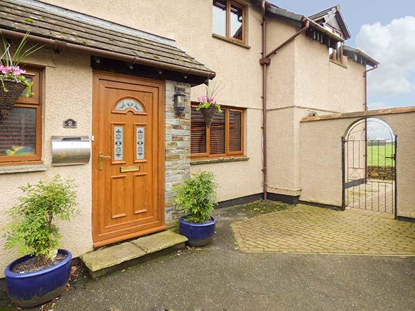 COUNTRYSIDE VIEWS, en-suite, off road parking, lawned garden, in Wadebridge, Ref 930530 - Image 1 - Wadebridge - rentals