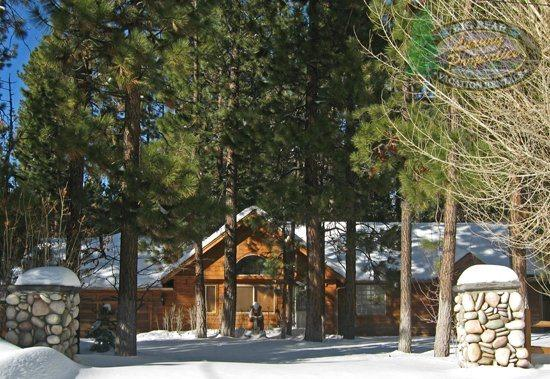 Front Of Cabin Snow - Coopers Creek Cabin is a gorgeous rustic cabin rental near Snow Summit Ski Resort that boasts a pool table and Wi-Fi. - Big Bear Lake - rentals