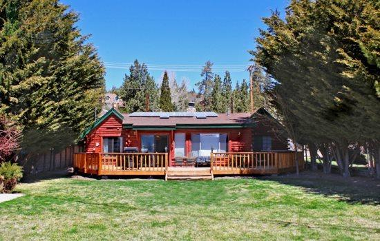 Back of cabin - Fawnskin Cove Lakeview Cabin you will enjoy this cozy and quiet lakeview Vacation Cabin in Big Bear that has an outdoor hot tub, wifi and is dog friendly. - Big Bear Lake - rentals