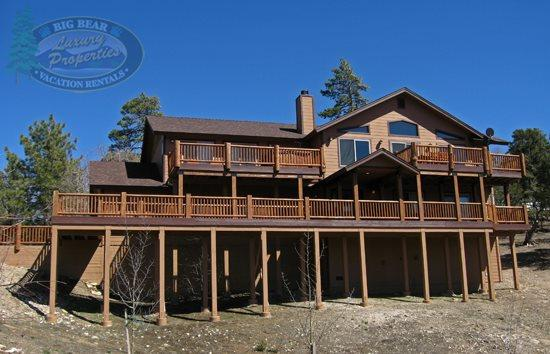 All Seasons front of the house - All Seasons Cabin a luxury Big Bear Vacation Cabin where you will enjoy scenic views of the lake. - Big Bear Lake - rentals