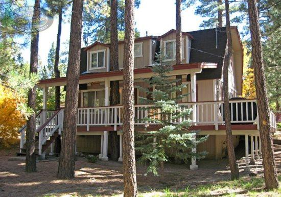 Star Gazer front of the cabin - Star Gazer Cabin a Big Bear Vacation Rental where you can star gaze without the need of a telescope and close to all activities. - Big Bear Lake - rentals
