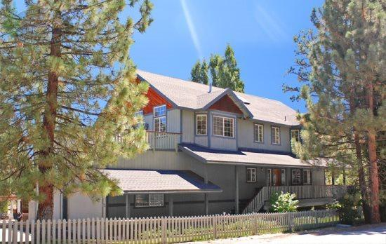 Front of Cabin - Enjoy gorgeous views of the lake from this spacious vacation cabin in Big Bear. Includes hot tub and is close to shopping the marina. - Big Bear Lake - rentals