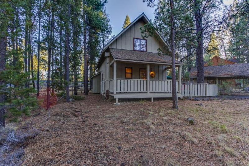 Spacious outdoor deck, private hot tub! - Image 1 - Sunriver - rentals