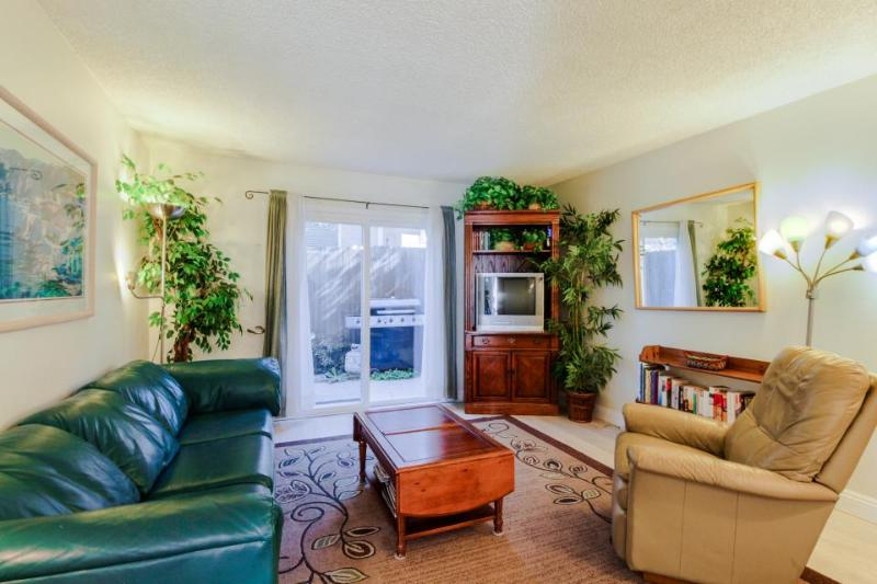 Cozy condo w/ entertainment - walk to the beach & downtown! - Image 1 - San Clemente - rentals