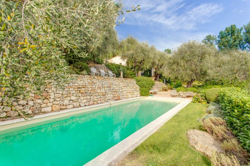 Villa Lunetta, Beautiful Holiday Home with a Pool, Grasse - Image 1 - Chateauneuf de Grasse - rentals