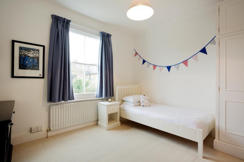 Bedroom - Charismatic Five Bed Family Pad, Westhorpe Road, Putney - London - rentals