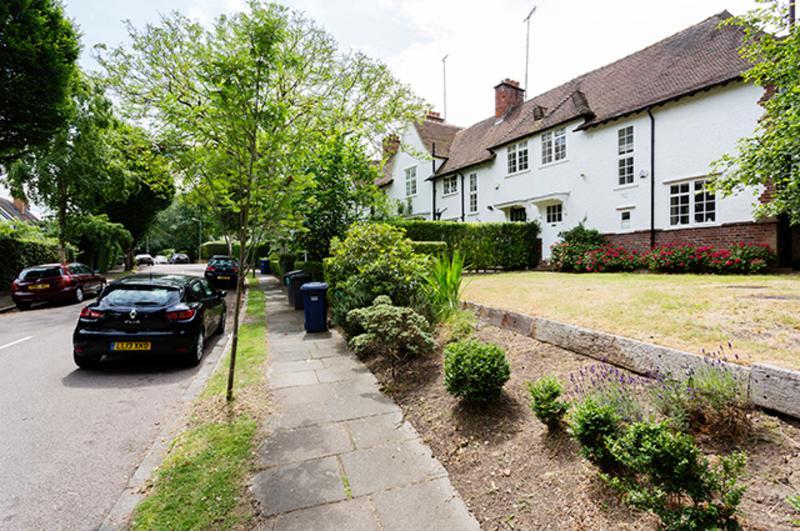 3 bed Cottage in Hampstead Garden Suburb - Sleeps 5. - Image 1 - London - rentals